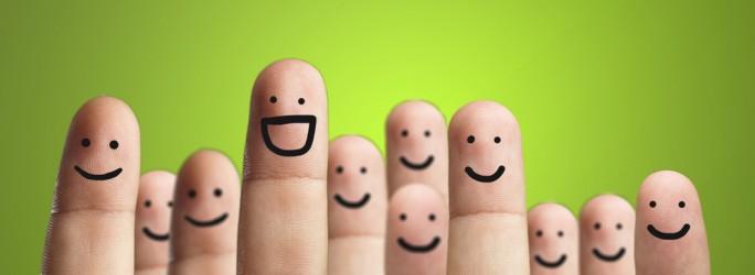 Fuente-Shutterstock_Autor-Aaron Amat_dedos-gente-sonrisa-personas-personalización-multitud-usuarios