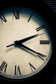 Fuente-Shutterstock_Autor-jcjgphotography_reloj