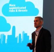 Bill Veghte, vicepresidente ejecutivo y director general de HP Enterprise Group, explicando la estrategia cloud de la compañía
