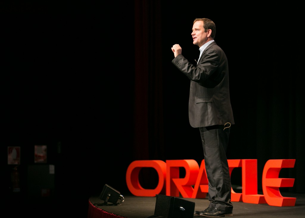 Andrew Sutherland, vicepresidente senior de Tecnología de Oracle EMEA, en un momento de su keynote sobre la 'disrupción digital'