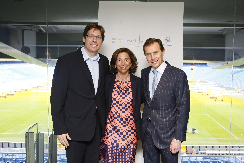 Sebastián Lancestremère, General Manager de Microsoft Sports, Marina Boter, Sports Marketing director de Microsoft Sports, y Emilio Butragueño, director de Relaciones Institucionales del Real Madrid.