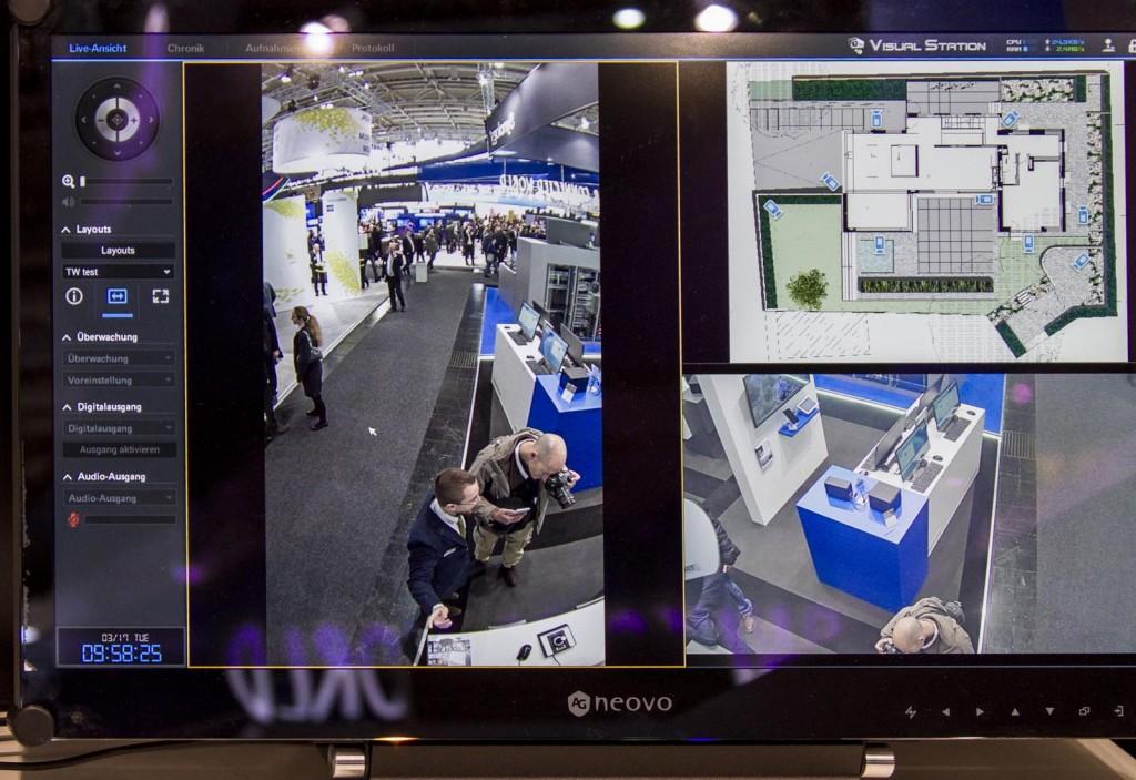A la gestión de las cámaras se une la de dispositivos electrónicos conectados a través de los puertos de control que se encuentran en algunos modelos.