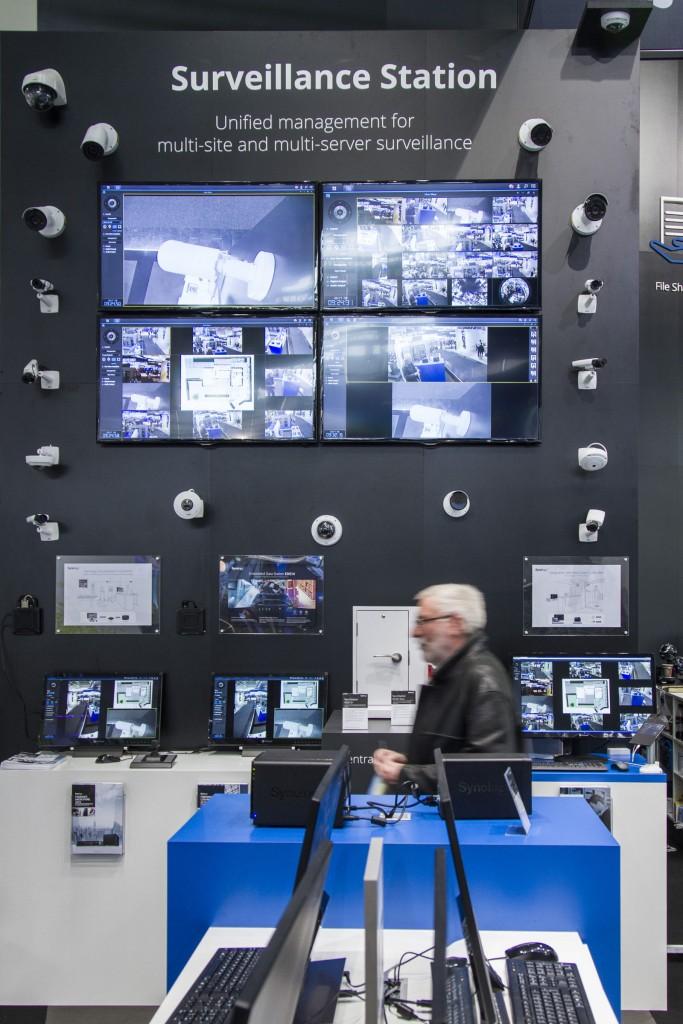 La solución de seguridad Surveillance Station permite gestionar los streams de las cámaras de red instaladas localmente o remotamente en la organización.