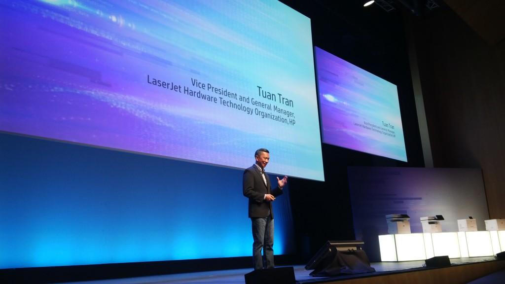Tuan Tran, vicepresidente y director general de Soluciones LaserJet y Enteprise, en un momento de su presentación