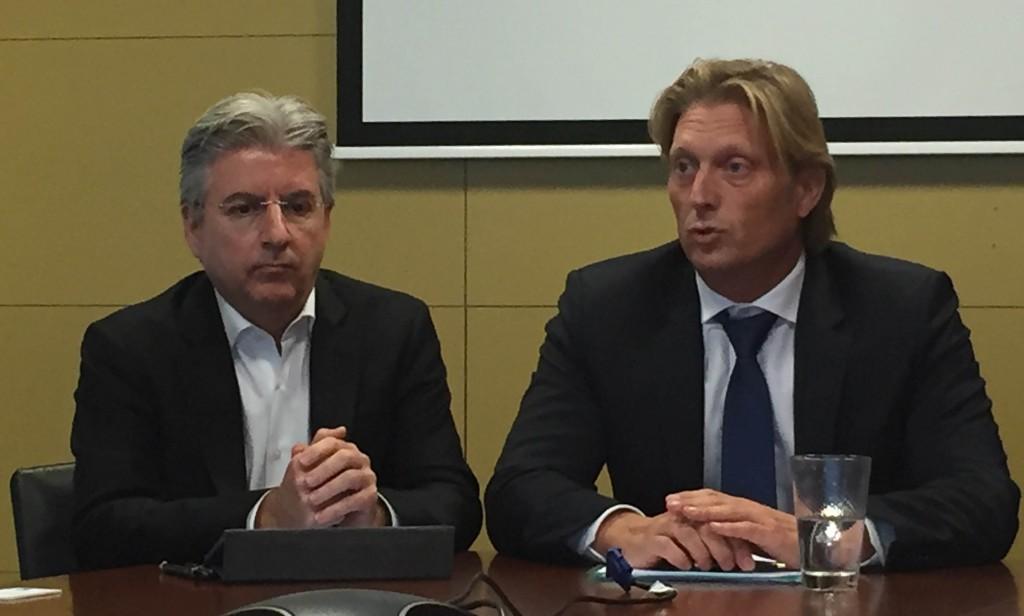 Los responsables de NetApp y AVnet, de izquierda a derecha
