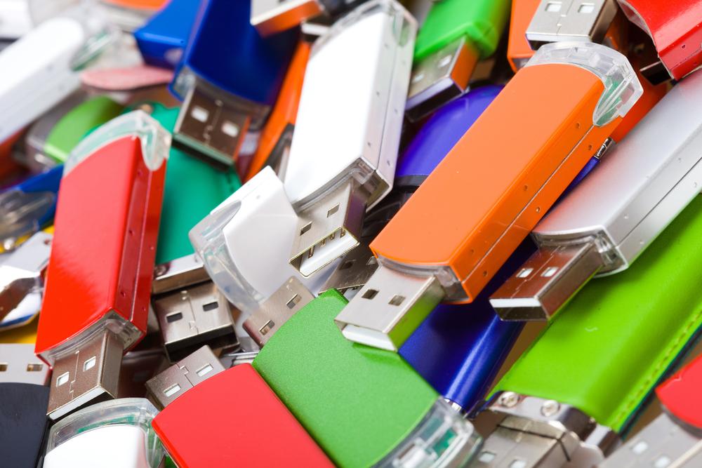 Fuente-Shutterstock_Autor-Kotomiti Okuma_USB-almacenamiento