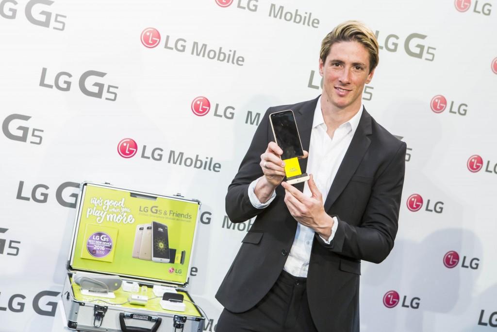 Fernando Torres, jugador de fútbol del Atlético de Madrid, durante la presentación del LG G5 & Friends a la prensa