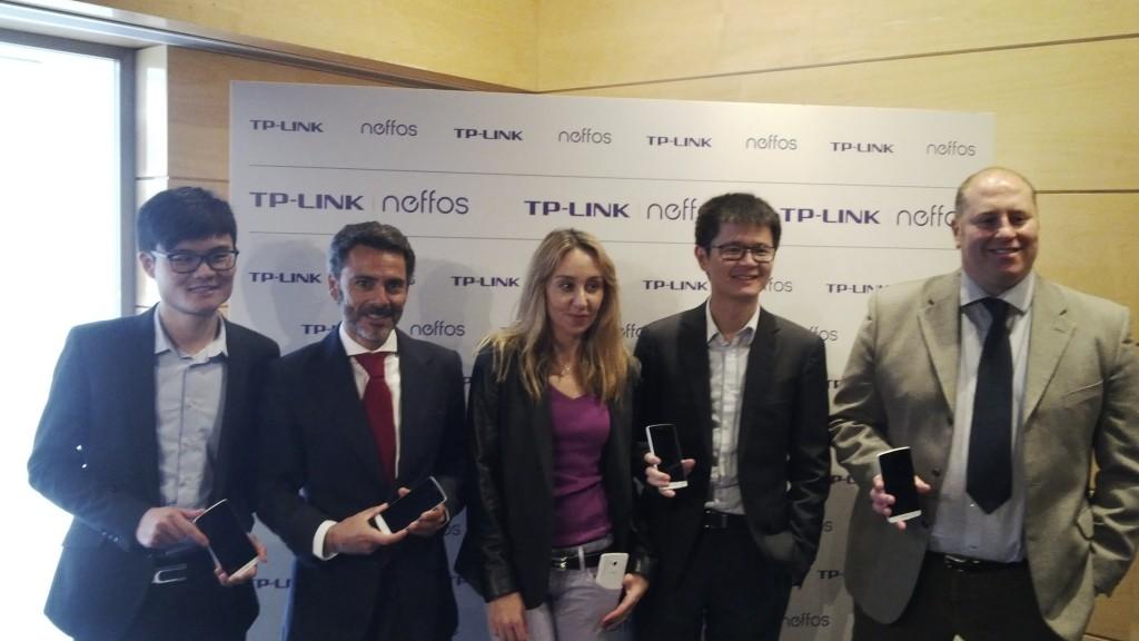 Los responsables de la compañía durante el lanzamiento de la nueva gama de smartphones Neffos