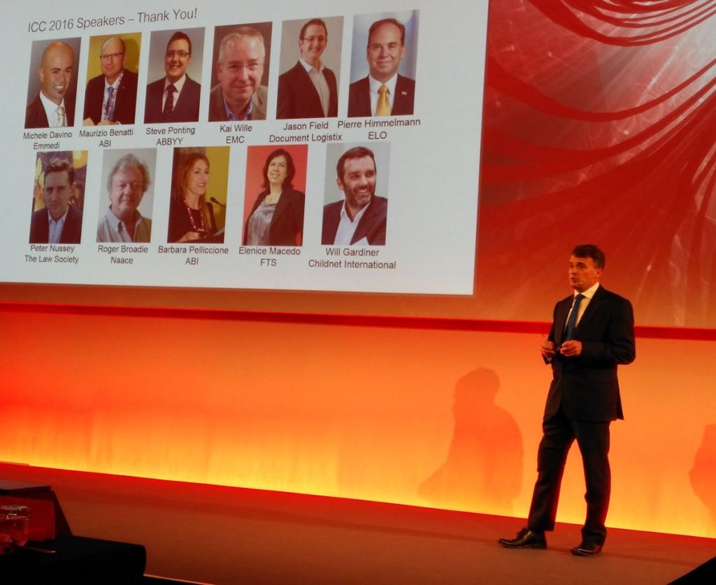 Mike Nelson, vicepresidente de marketing de PFU para EMEA, en un momento de su presentación ante más de 300 asistentes