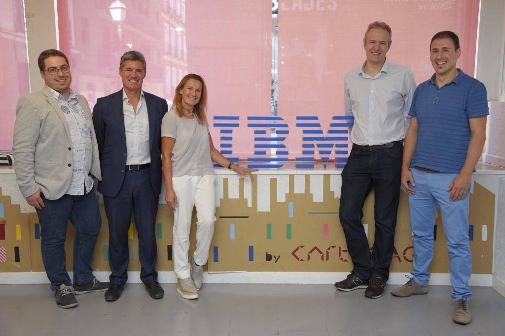 La directiva de IBM Cloud, Angel Moreu, junto con los responsables de HIPRA, ODF, Cabyfy y SetPay, durante el encuentro con la prensa tecnológica