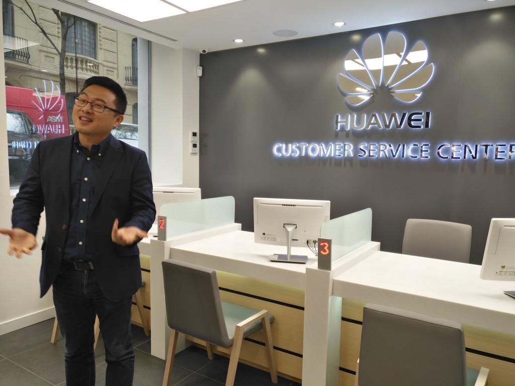 Pablo Wang, director de la Unidad de Negocio de Consumo de Huawei España, durante la inaguración del centro