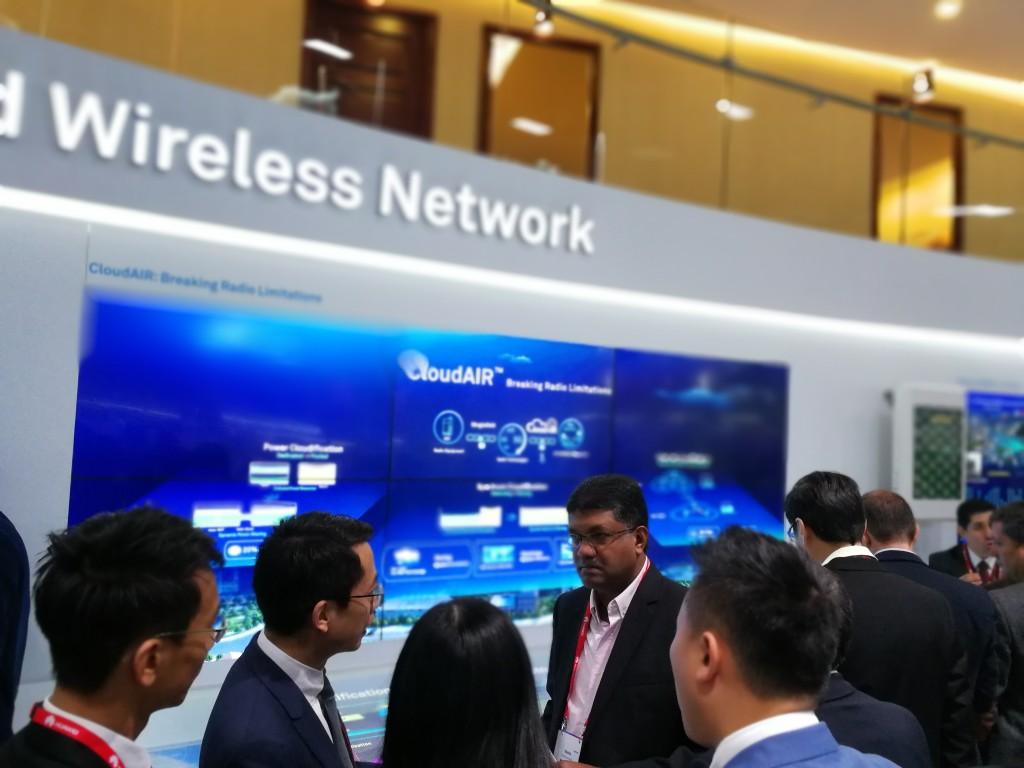 A pesar de tener restringida la entrada a usuarios profesionales con invitación, el Stand de Huawei en el Hall 1 estuvo siempre lleno de gente interesada en su tecnología