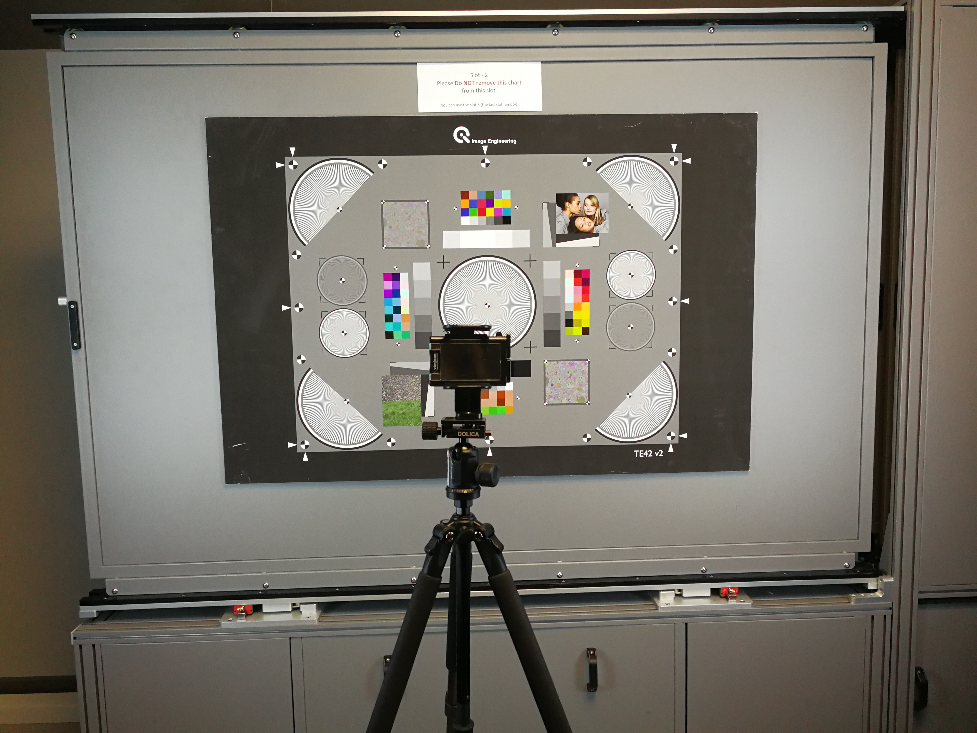 El laboratorio prueba el rendimiento de la tecnología de imagen en diferentes ambientes de luz y enfoque.