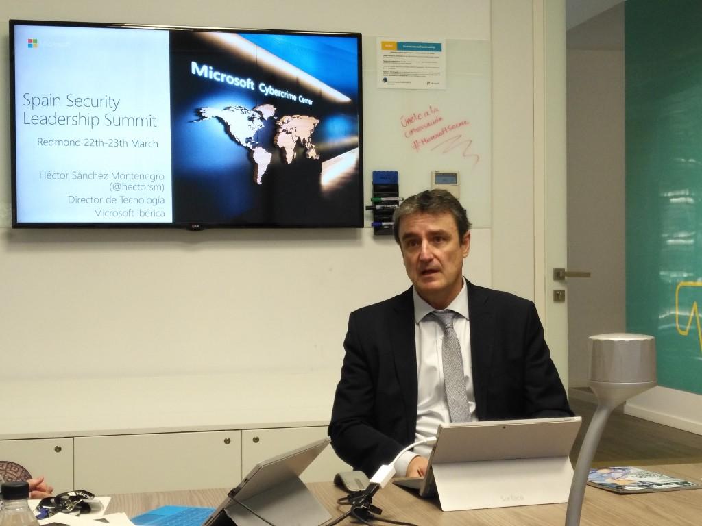 Hector Sánchez Montenegro, director de Tecnología de Microsoft Ibérica, durante la rueda de prensa posterior al evento Seguridad en un mundo móvil