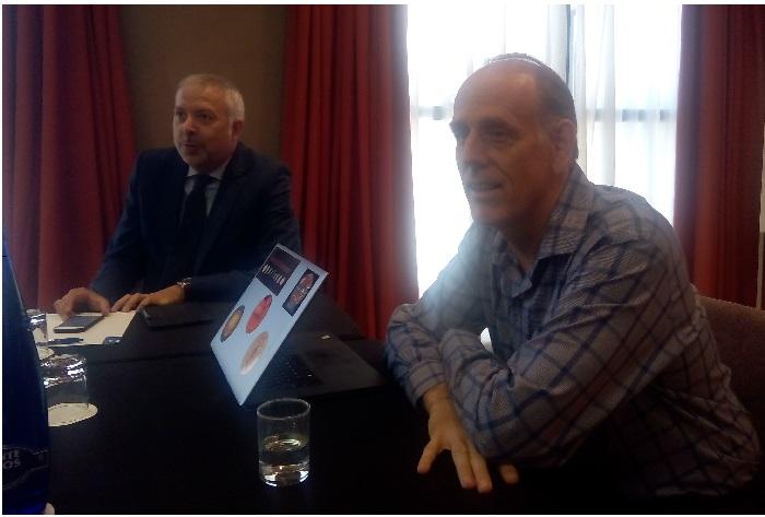 José Manuel Viseras de la Linde, director de Marketing y Alianzas, acompañando a Stephen Brobst.