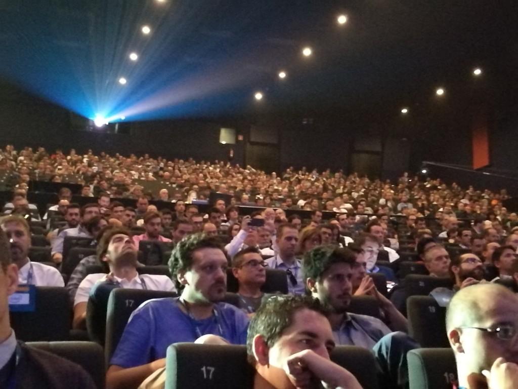 Aforo lleno en la sala 20 de los cines Kinépolis, donde se celebró el AWS Summit Madrid