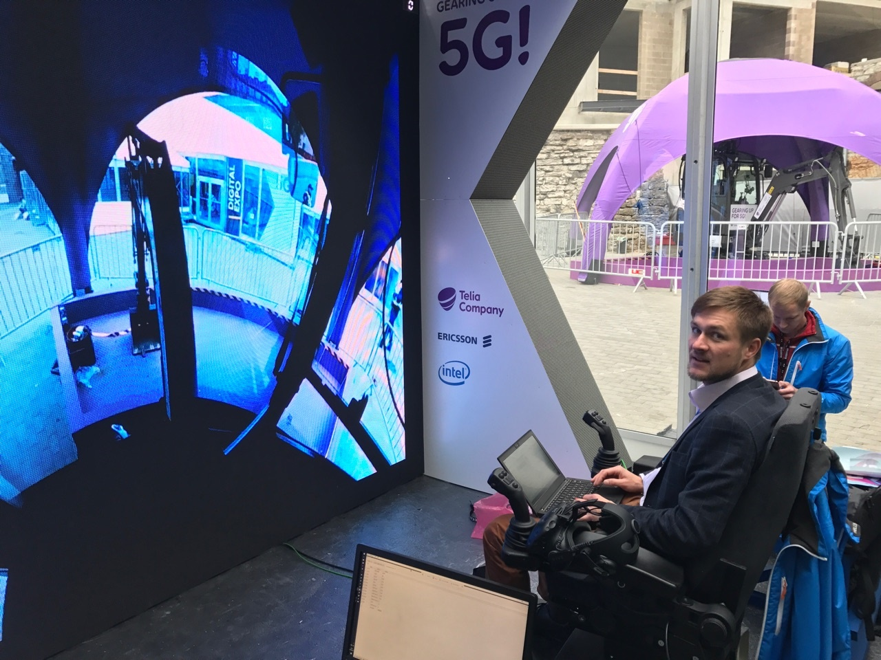 5G excavator at the EU Digital Summit in Tallinn