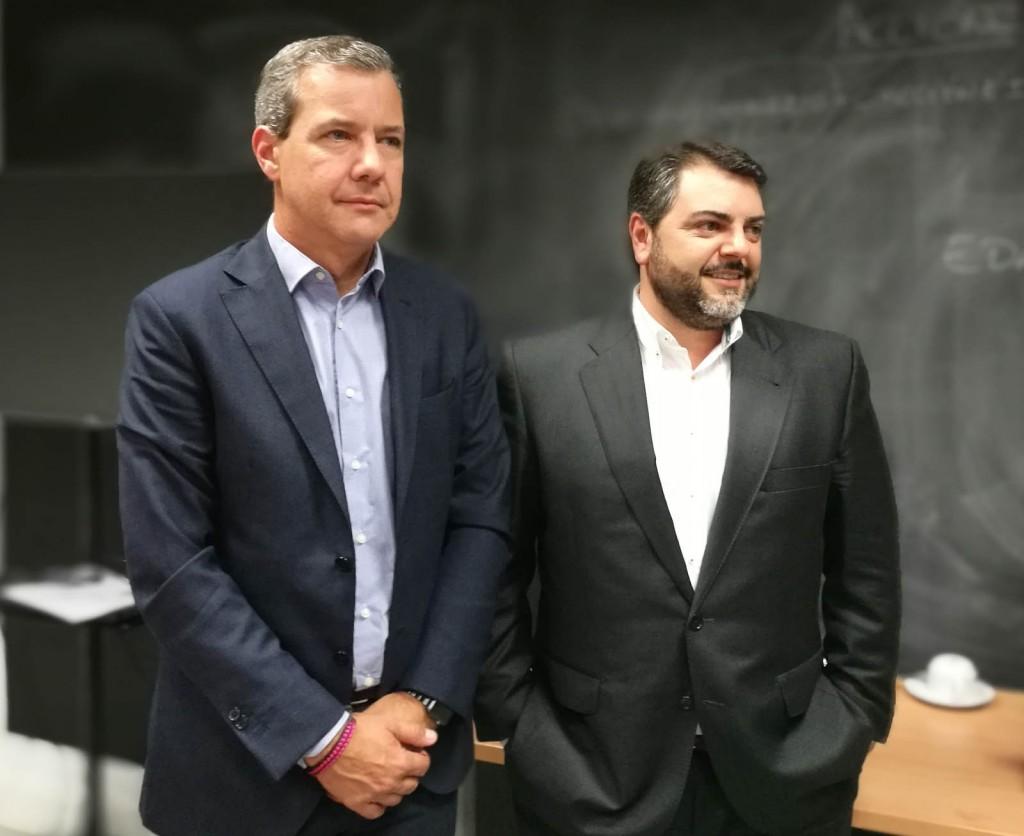 De izquierda a derecha, Valentín Martín, Channel Manager de HPE Aruba y Pablo Collantes, Indirect Sales Regional Manager de HPE Aruba