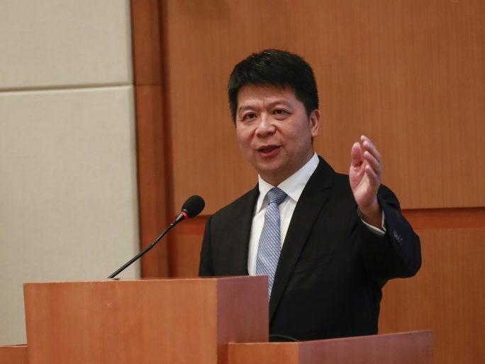 Guo Ping, presidente rotatorio de Huawei, durante la presentación de resultados financieros 2018